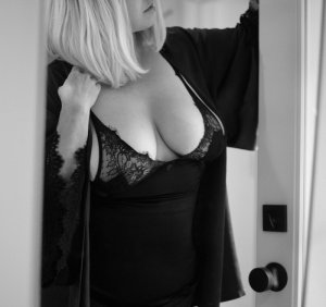Ouleye independent escorts in Middletown