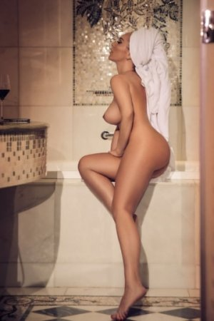 Bluma independent escort
